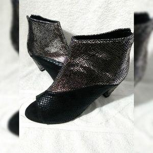 Joan Boyce Silver Open toe bootie sz 7.5 W EUC